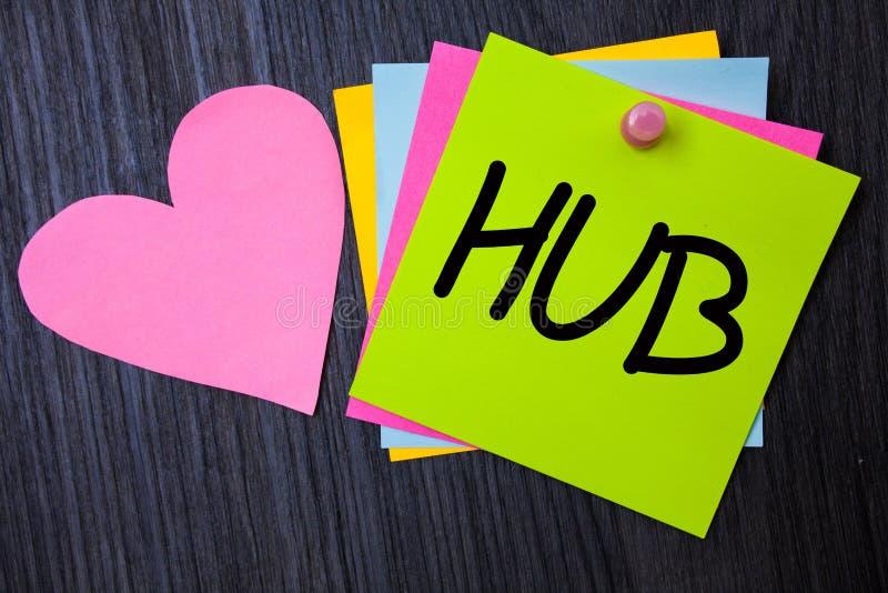 Nota di scrittura che mostra hub Foto di affari che montra il centro di calcoli di collegamento del dispositivo delle carte del t fotografia stock