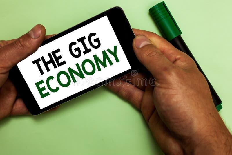 Nota di scrittura che mostra l'economia dell'evento La foto di affari che montra il mercato dei contratti a breve termine freelan immagine stock