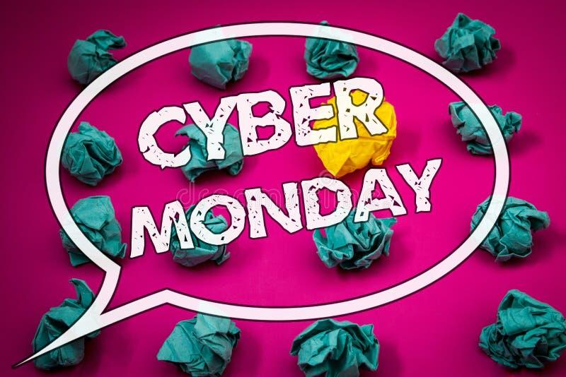Nota di scrittura che mostra lunedì cyber Foto di affari che montrano le vendite speciali dopo il commercio elettronico online di immagine stock
