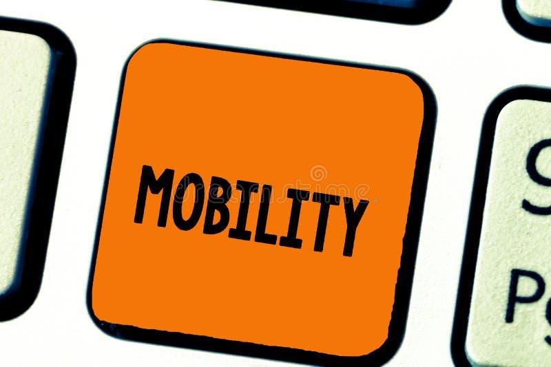 Nota di scrittura che mostra mobilità Foto di affari che montra capacità di muoversi o essere adattabilità facilmente liberamente immagini stock