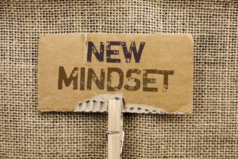Nota di scrittura che mostra nuovo Mindset Foto di affari che montra il ultimo pensiero di piano di comportamento di visione di c immagine stock