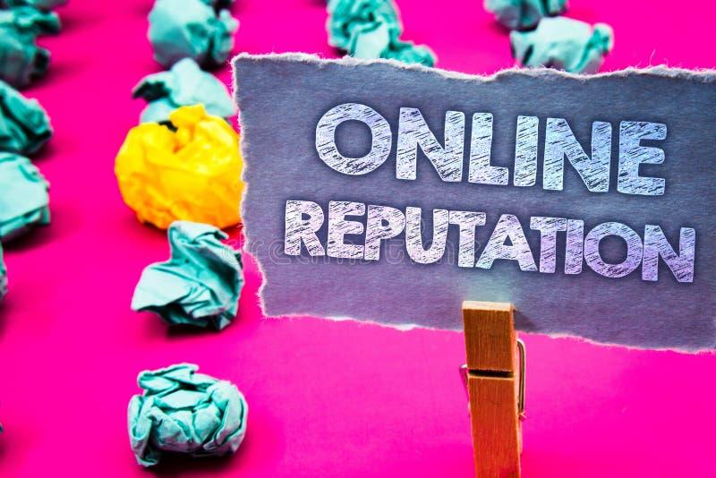 Nota di scrittura che mostra reputazione online Foto di affari che montra parola di qualità di soddisfazione di valutazione di ra immagini stock