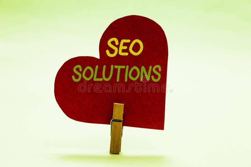 Nota di scrittura che mostra Seo Solutions Foto di affari che montra gli ospiti di aumento della pagina di risultato del motore d fotografia stock