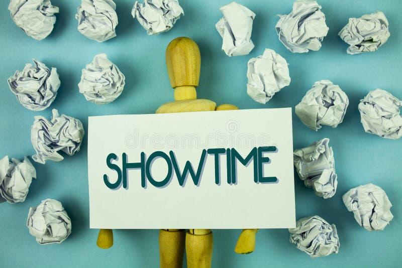 Nota di scrittura che mostra Showtime La foto di affari che montra il tempo un evento della prestazione di concerto del film del  immagini stock libere da diritti