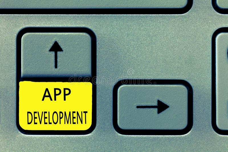 Nota di scrittura che mostra sviluppo di App Foto di affari che montra i servizi di sviluppo per le esperienze impressionanti di  fotografia stock