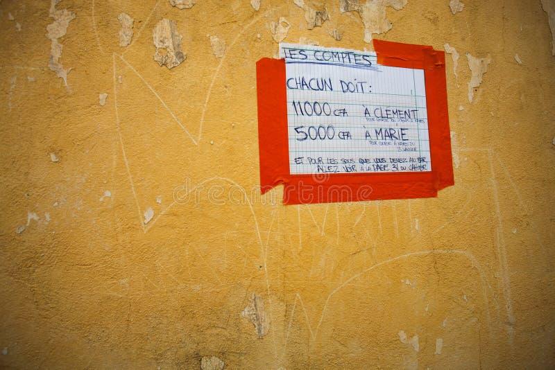Nota do lembrete do débito na parede ilustração royalty free