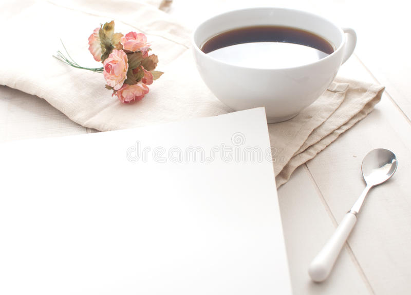 Nota e caffè di buongiorno immagine stock