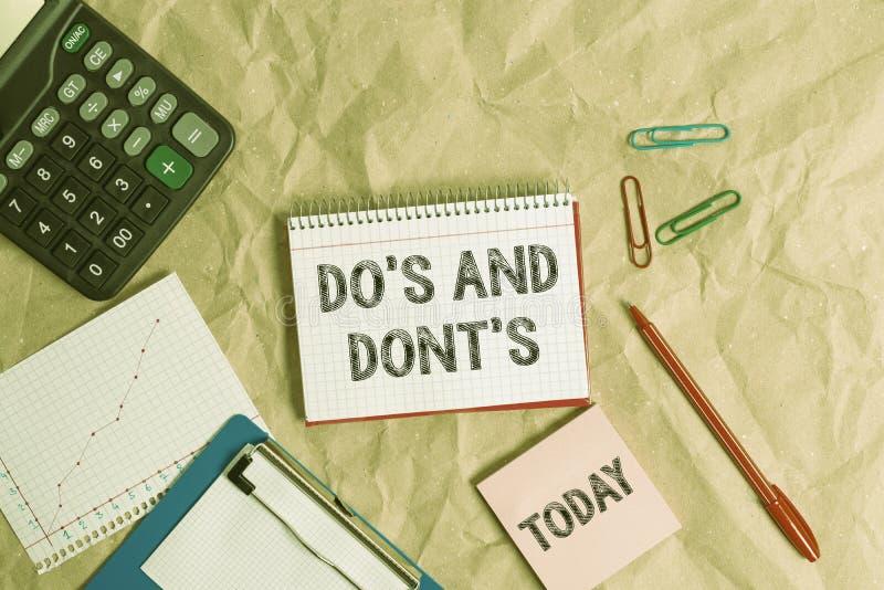 Nota escrita que muestra Do S And Dont S. Fotografía comercial que muestra las Reglas o costumbres relativas a alguna actividad o imagenes de archivo
