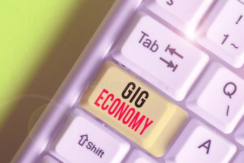 Nota escrita que muestra Gig Economy Fotografía empresarial que muestra el sistema de libre mercado en el que las posiciones temp fotos de archivo