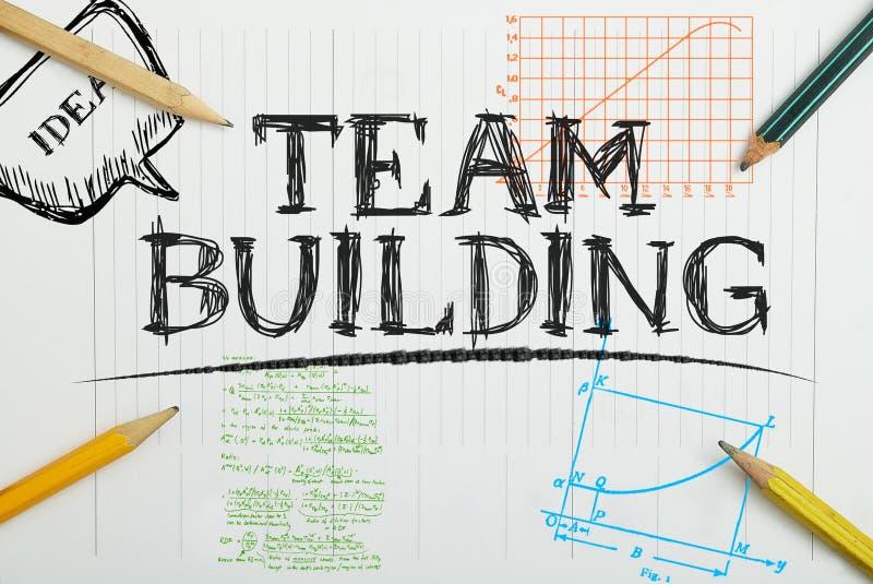 nota in het notitieboekje betreffende de teambouw met potloden aroun royalty-vrije stock fotografie