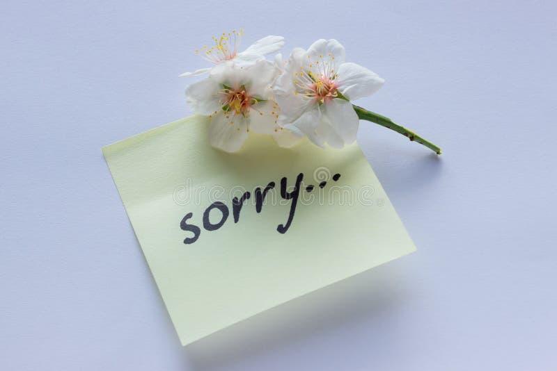 Nota manuscrita - triste Pequeñas flores blancas delicadas del almon fotos de archivo libres de regalías