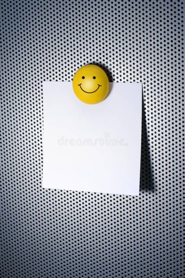 Nota met Magneet Smiley stock foto's