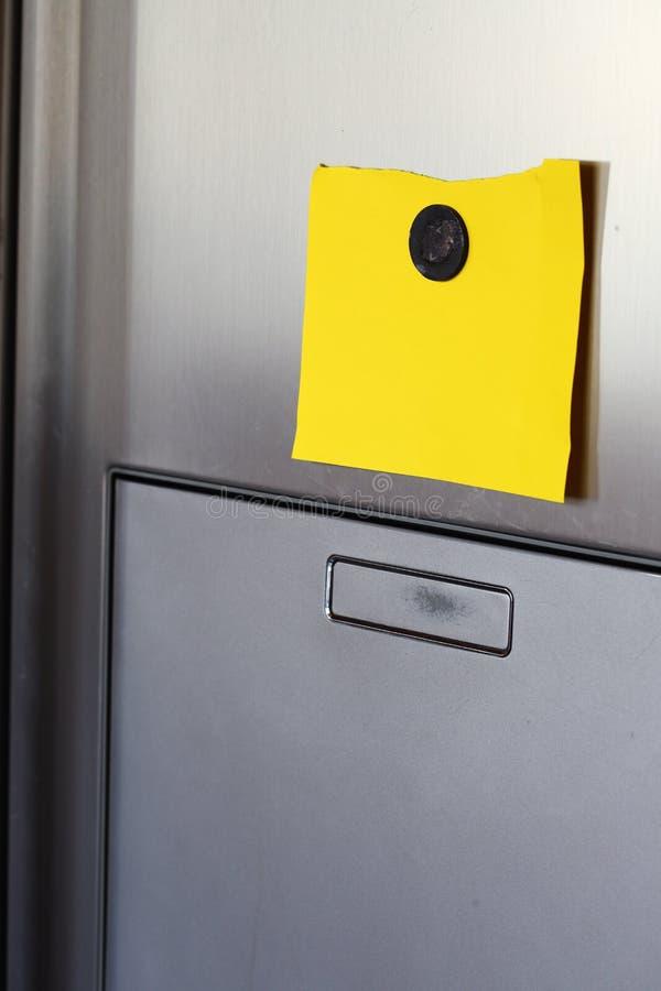 Nota no refrigerador fotos de stock
