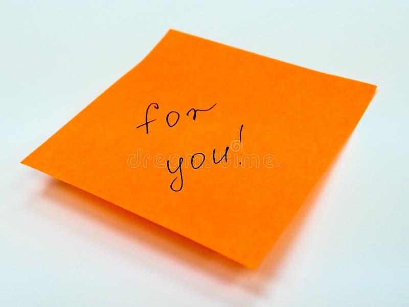 Nota pegajosa con el texto para usted, motivación imágenes de archivo libres de regalías