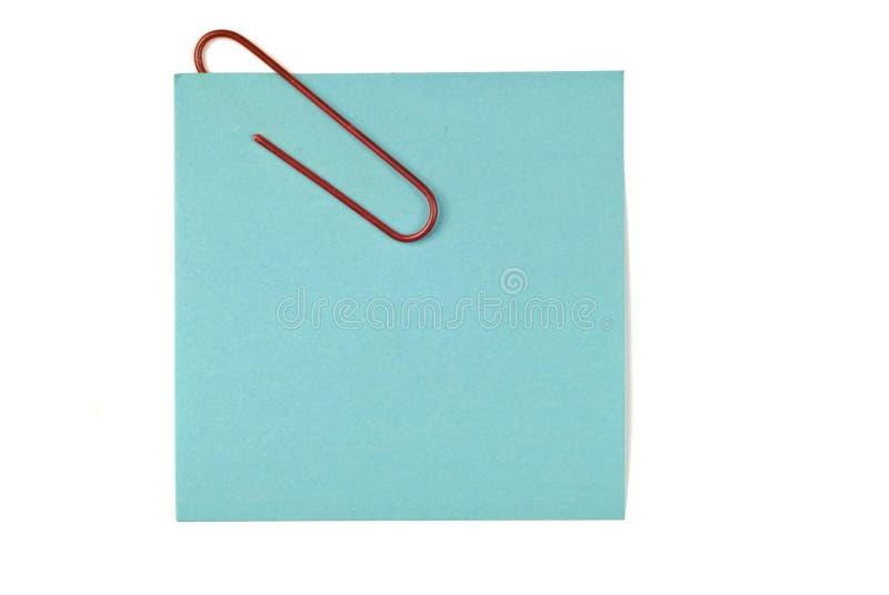 Nota pegajosa vacía en blanco con el clip de papel fotos de archivo