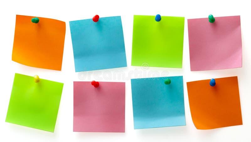 Nota's van een de verschillende kleurenpost-it stock afbeeldingen