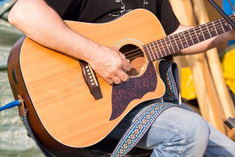 Download Nota's van een gitaar stock foto. Afbeelding bestaande uit art - 54092614