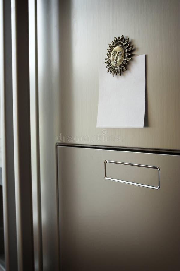 Nota sul frigorifero immagini stock
