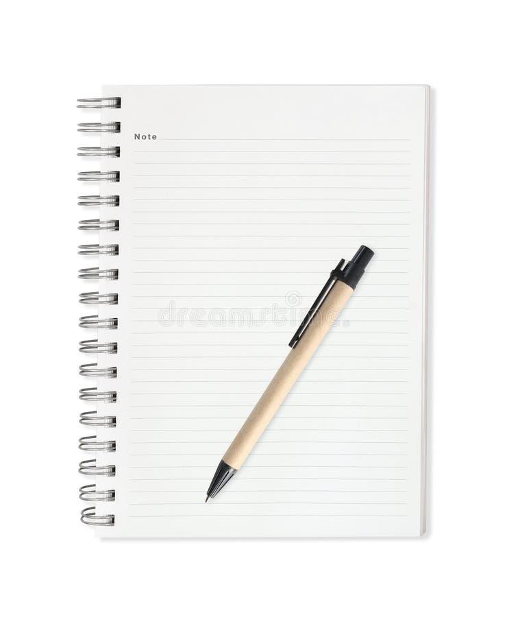 Notaboek met pen op witte achtergrond wordt geïsoleerd die royalty-vrije stock fotografie