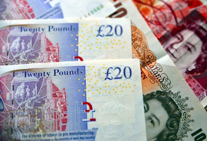 Notas BRITÁNICAS de la moneda de la libra de GBP en foco selectivo imagen de archivo