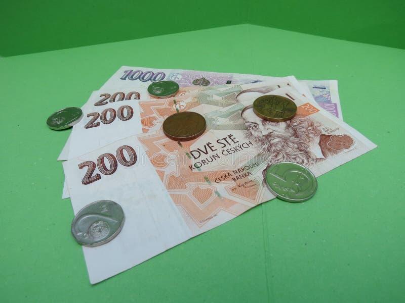 Notas da coroa e moedas checas, República Checa imagens de stock