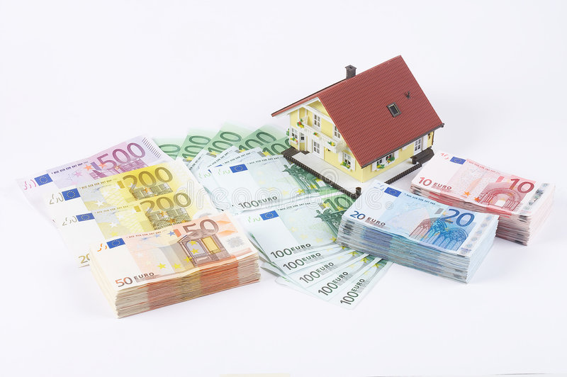 Notas de banco com casa modelo imagens de stock