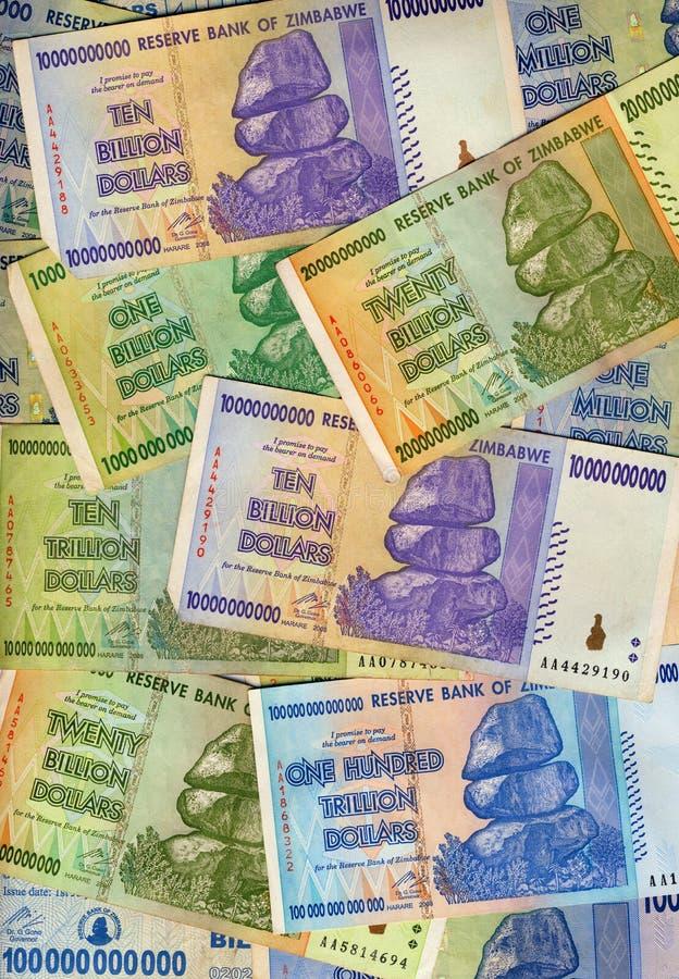 Notas de banco - Zimbabwe - hiperinflação imagens de stock royalty free