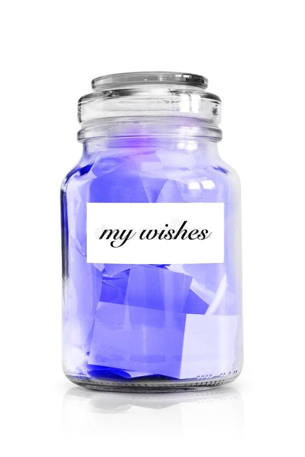 Notas de papel con deseos aisladas en la foto del whiteStock: imágenes de archivo libres de regalías