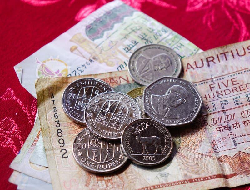 Notas e moedas de Mauritius Rupee fotografia de stock royalty free