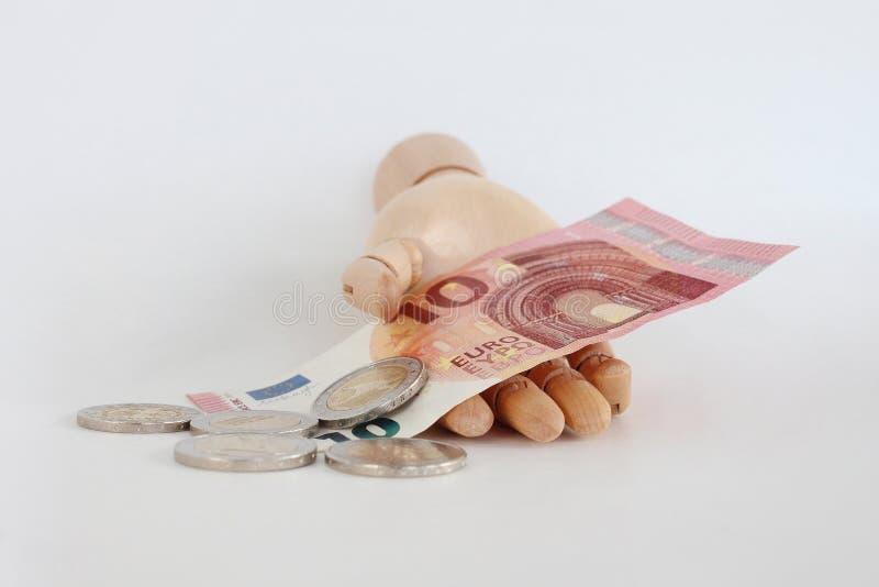 Notas e moedas do Euro em hand-9 de madeira fotos de stock