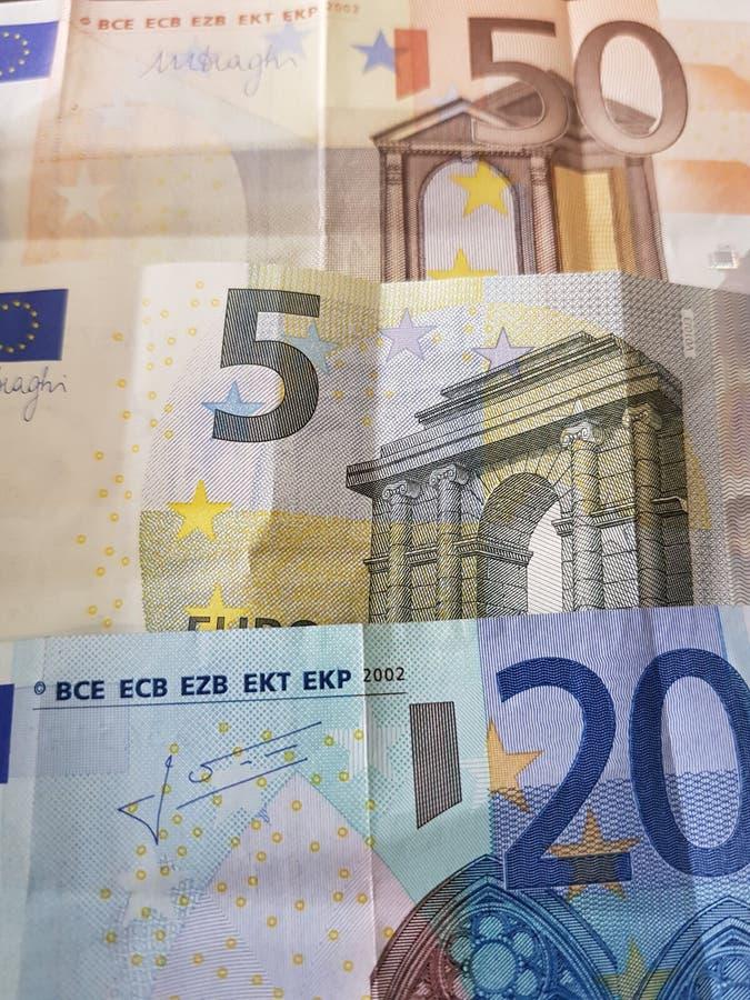 notas euro en diversos denominaciones, fondo y textura fotografía de archivo libre de regalías