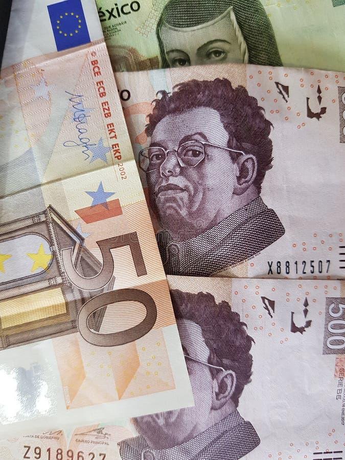 50 notas euro y 1200 Pesos de México, de fondo y de textura foto de archivo