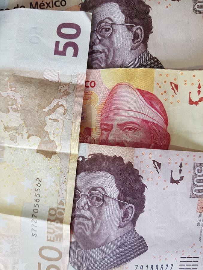 50 notas euro y 1100 Pesos de México, de fondo y de textura fotografía de archivo