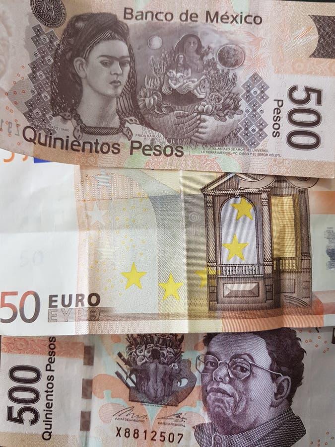50 notas euro y 1000 Pesos de México, de fondo y de textura imágenes de archivo libres de regalías