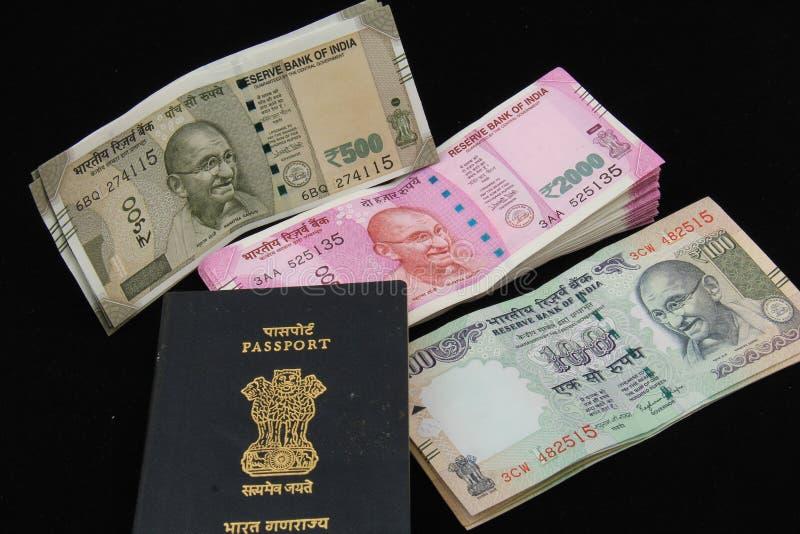 Notas indianas novas e velhas foto de stock