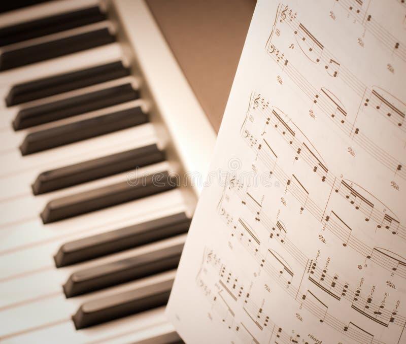 Notas musicales sobre compositor o piano imágenes de archivo libres de regalías