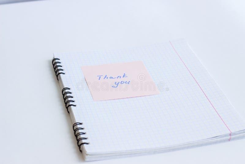 Notatka na papierze DZIĘKUJE CIEBIE zdjęcia royalty free