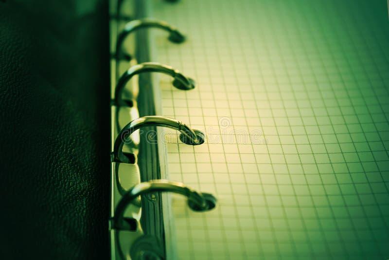Notatnik, ślimakowaty notepad makro-, zakończenie up Selekcyjna ostrość stonowany obrazy stock