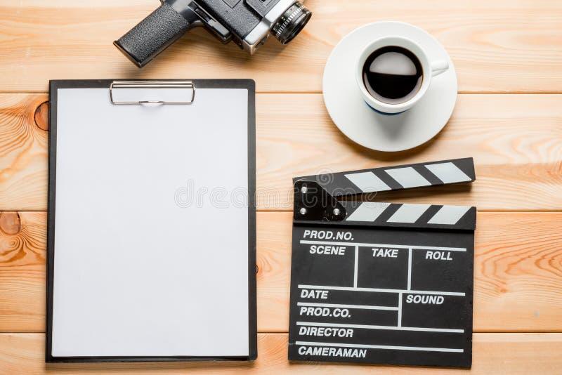 Notatnik dla pisać piśmie, clapper, retro kamera wideo i c, obraz royalty free