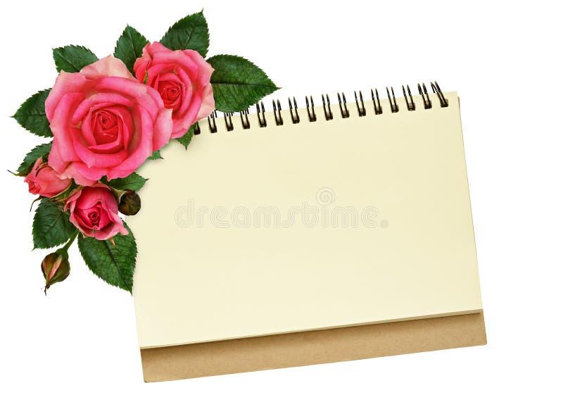 Notatnik i wzrastał kwiaty fotografia royalty free
