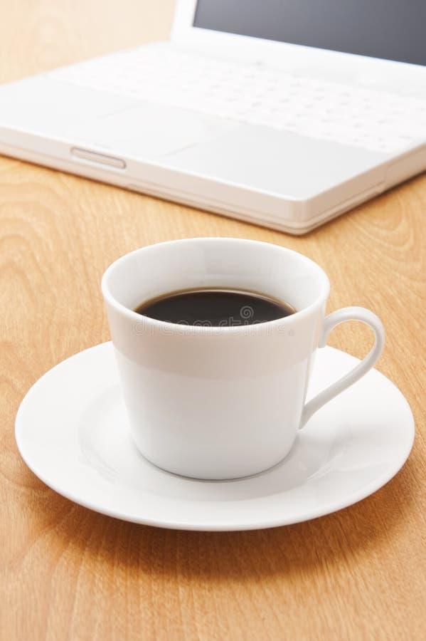 Notatnik kawa i komputer osobisty obraz stock