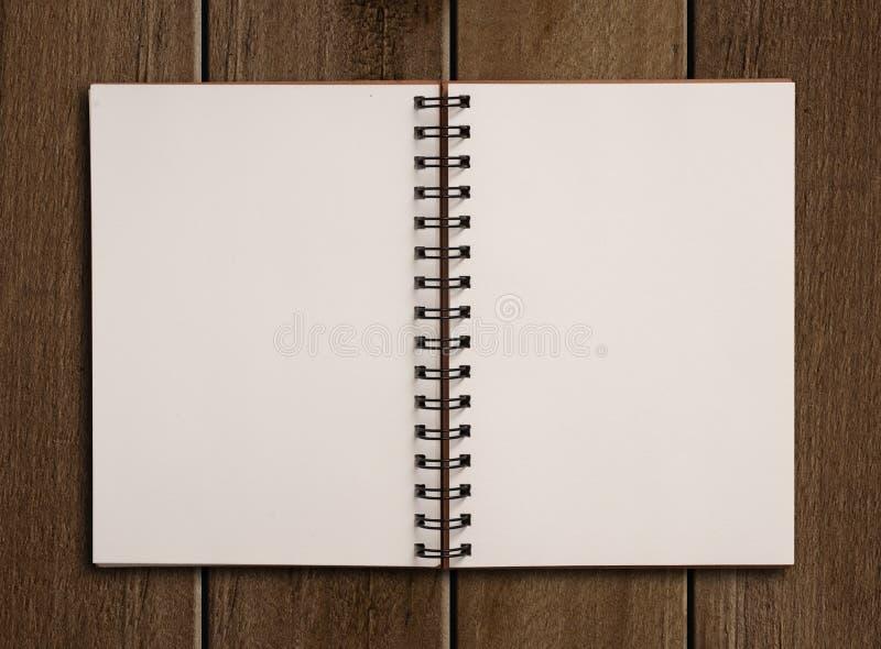 Notatnik na drewnianym stole obrazy royalty free