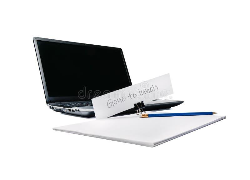 Notatnik, paczka papier, ołówek i reklama na materiały clothespin, Temat praca i biuro zdjęcia stock
