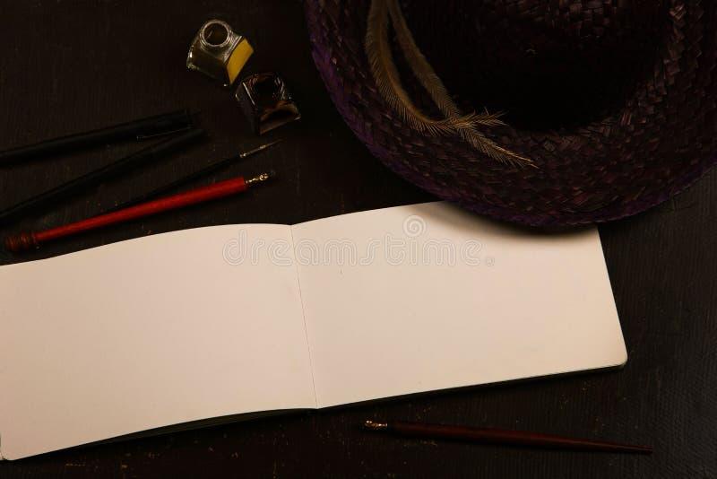 Notatnik z ołówkiem obrazy stock