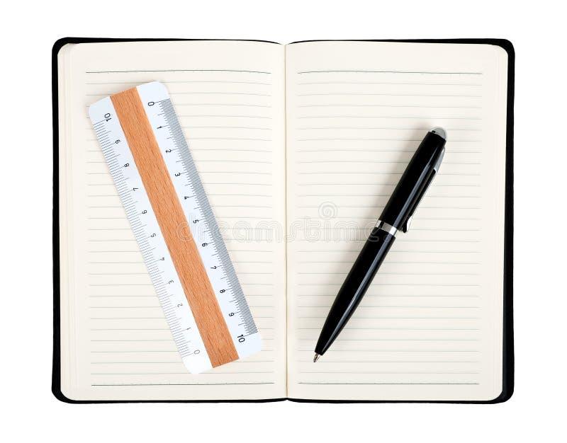 Notatnik z piórem i regułą obrazy stock