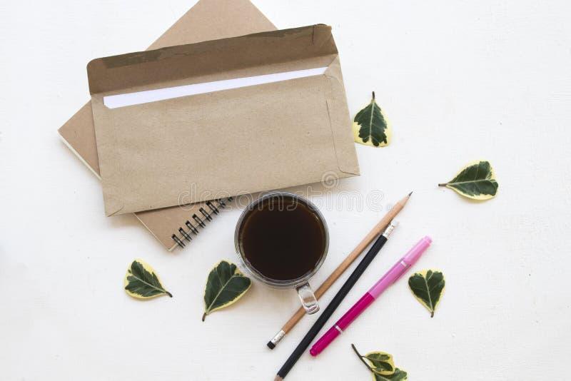 Notatnika planista, list dla biznesowej pracy przy biurowym biurkiem obrazy stock