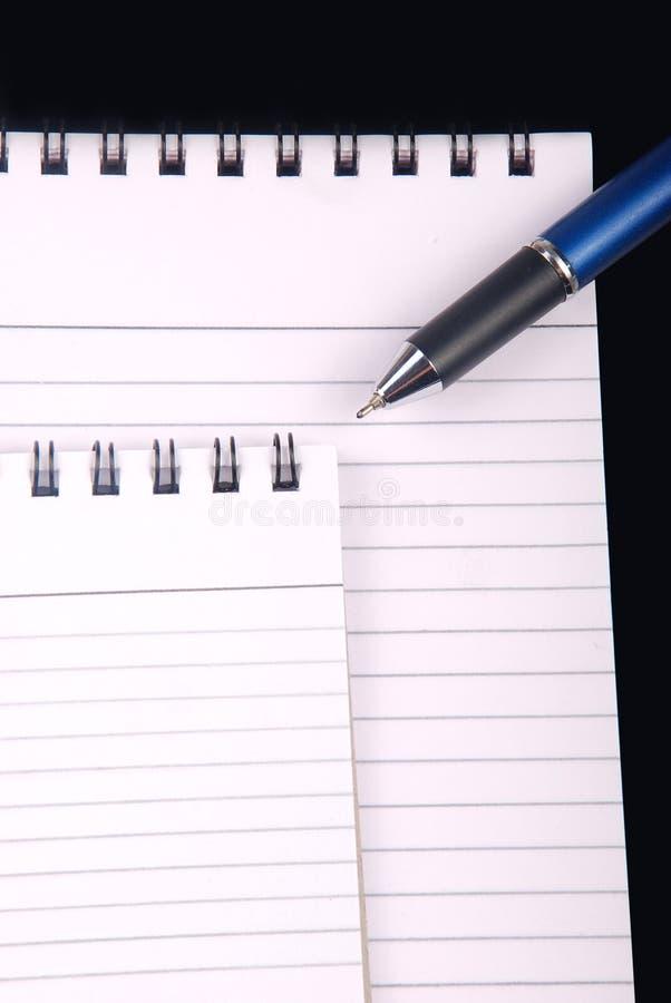 Note bokar med skrivar royaltyfria foton