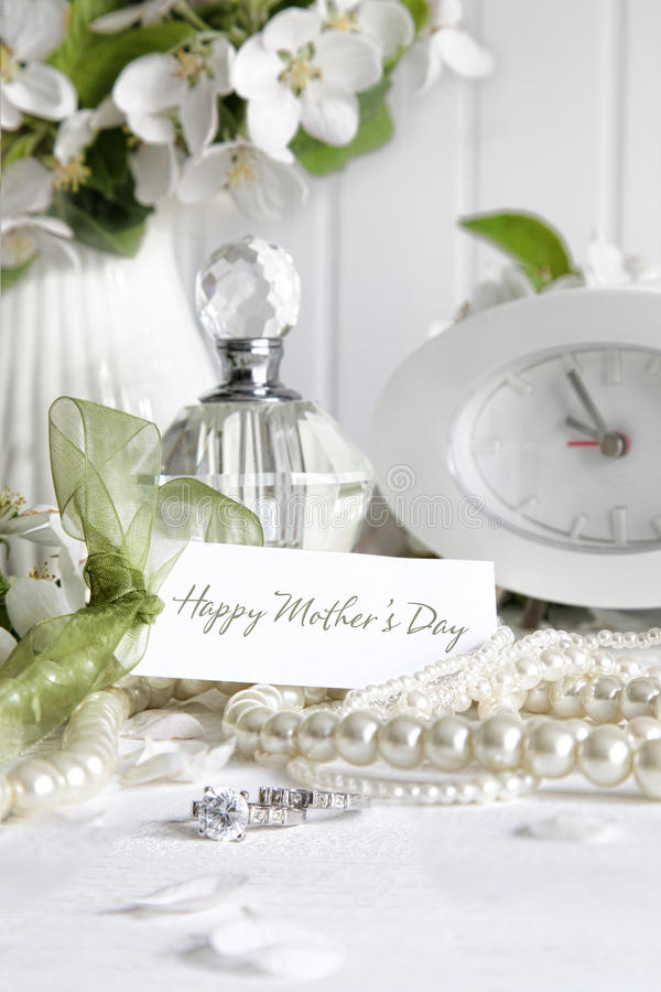 Free Note Card With Jewerly For Mother S Day Royalty Free Stock Photography - 24485407