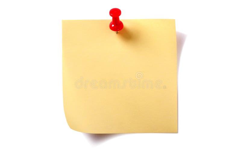 Note collante carrée jaune de courrier avec la punaise d'isolement sur le blanc image libre de droits