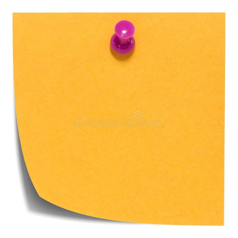 Note collante carrée orange, avec la goupille rose, d'isolement photographie stock